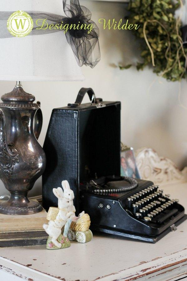 Vintage Typewriters Provide A Unique Flair To Your Decorating Vignettes Consider These Tips When Choosing